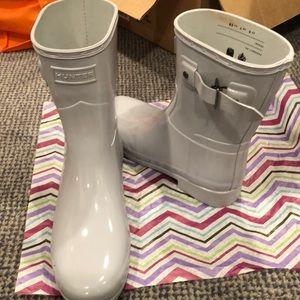 New hunter boots, gloss, w Buckle light grey sz 7